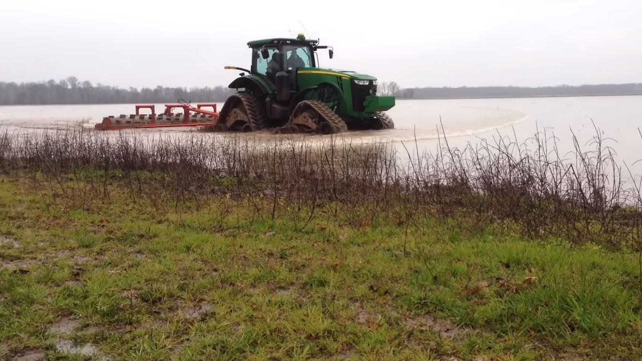 Camso Cts On John Deere 8335 R In Rice Field