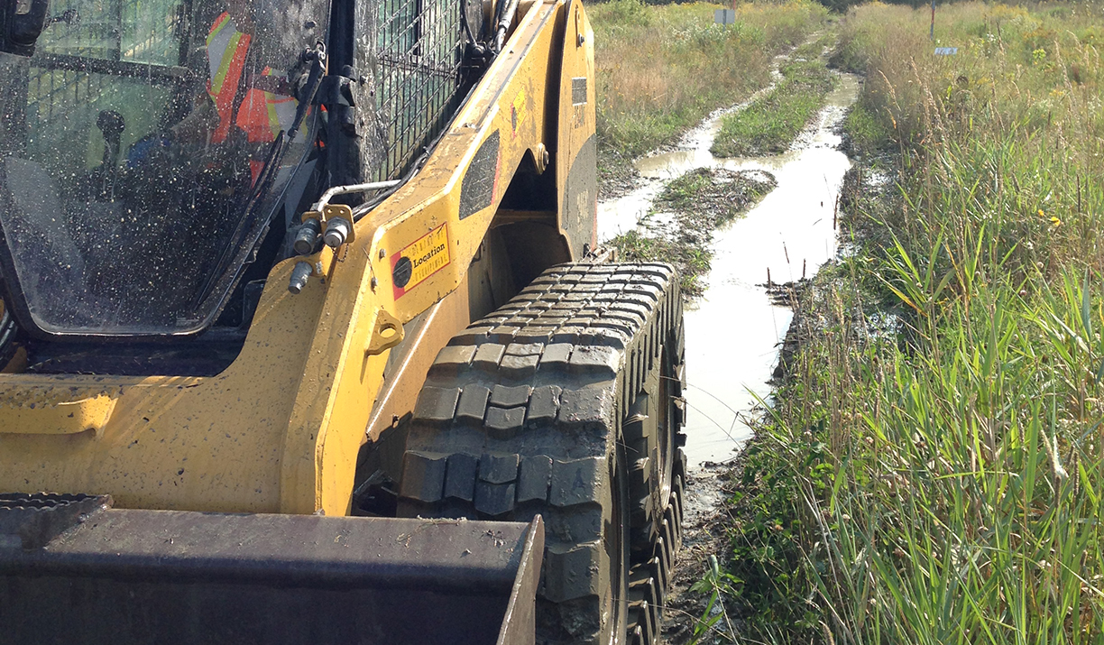 Camso makes skid steers all season ready with Over-the-tire rubber tracks